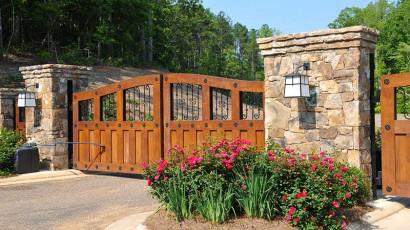 Zaun aus Holz oder aus Metall?