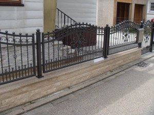 Merkmale der Zäune aus Schmiedeeisen