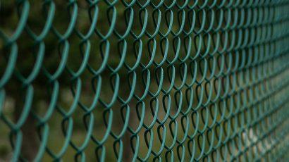 Montageanleitung - Maschendrahtzaun selber aufstellen